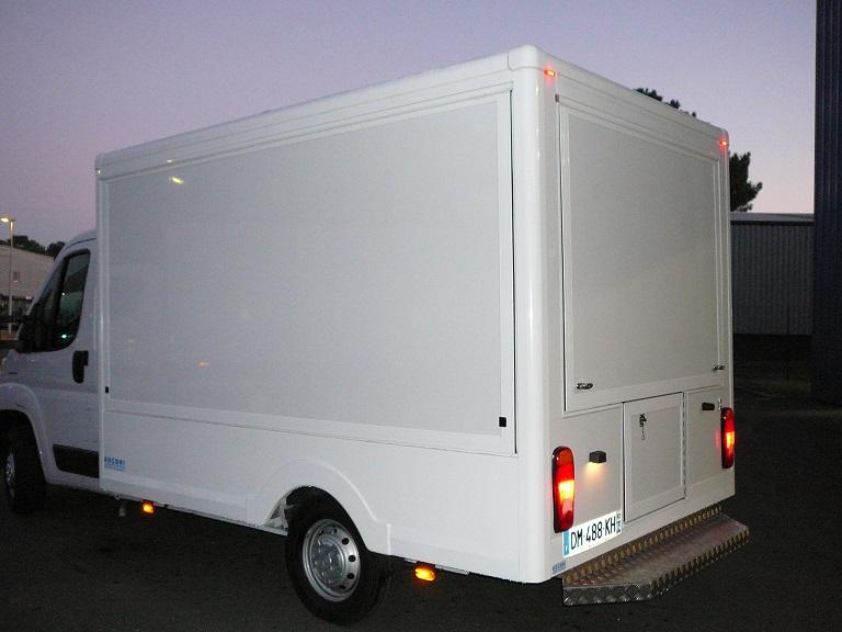 d couvrez un camion magasin pour les professionnels creation de camion magasin et foodtruck. Black Bedroom Furniture Sets. Home Design Ideas